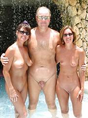 drei huebsche im pool
